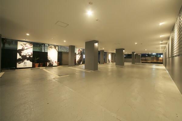 横浜ラブホテル 艶 駐車場